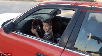 Choáng với màn drift xe BMW của cậu bé 3 tuổi