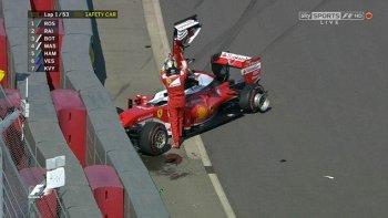 Vettel liên tục bị Kvyat gây rắc rối