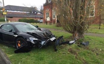 Vừa rời đại lý, siêu xe McLaren 650S đã gặp nạn
