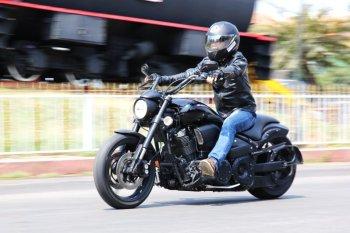 """Yamaha Warrior """"nổi loạn"""" trên Sài phố"""