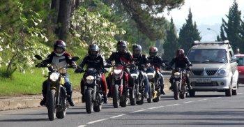 Tổ đội Ducati lên đường xuyên Việt dự triển lãm Hà Nội