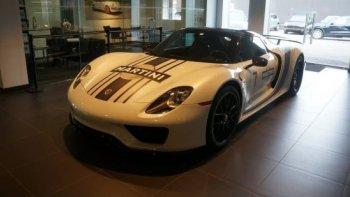 Porsche 918 Spyder trong showroom bị trộm giữa ban ngày