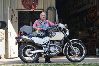 """Biker già và """"ngựa chiến"""" Suzuki DR650"""
