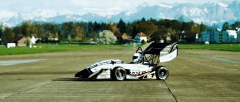 Ôtô điện của sinh viên xô đổ kỷ lục tăng tốc