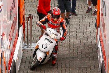 Các tay đua MotoGP thích chạy xe tay ga nào ?