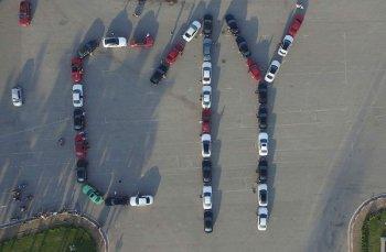 Hơn 50 xe Merc C xếp hình kỷ niệm 1 năm thành lập câu lạc bộ
