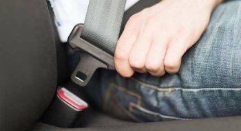 """Quy định thắt dây an toàn trên ôtô còn quá """"dễ dãi"""""""