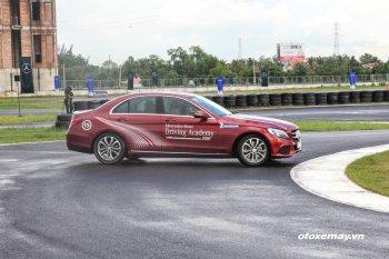 Huấn luyện viên Mercedes-Benz chia sẻ kỹ năng lái xe an toàn