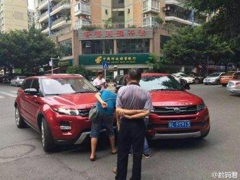 """Range Rover Evoque bị """"bản fake"""" gây tai nạn"""