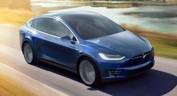 Thoát chết nhờ chế độ tự lái của Tesla Model X