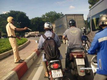 Chùm ảnh ngao ngán nạn kẹt xe ở đường... ngoại thành Sài Gòn