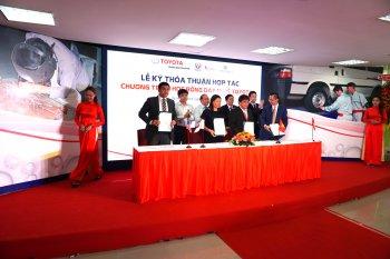 Toyota Việt Nam hỗ trợ dạy nghề cho học sinh tốt nghiệp trung học