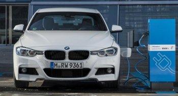 """BMW """"chế giễu"""" Tesla trong quảng cáo mới"""