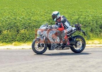 Hình ảnh Ducati SuperSport 939 trên đường chạy thử