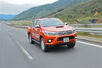 Toyota Hilux 2016: Chinh phục bằng chính khách hàng