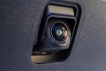 Nissan bán… camera chạy hơn bán ôtô