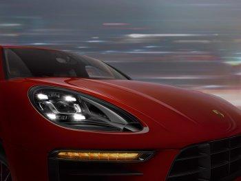 Porsche Việt Nam tặng khách hàng đèn pha cao cấp