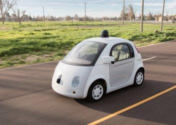 Xe tự lái có làm giảm phí bảo hiểm xe hơi?