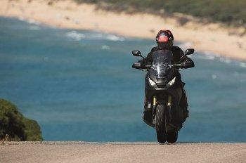 Xe tay ga Adventure 750cc mới của Honda lướt nhanh trên đường
