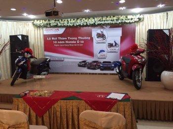 Khách hàng trúng xe ga kỷ niệm 10 năm Honda Việt Nam