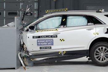 Xế sang Cadillac XT5 2017 đạt chuẩn an toàn cao nhất từ Mỹ