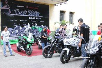Huấn luyện kỹ năng an toàn trong buổi lái thử mô tô Kawasaki giữa Sài Gòn