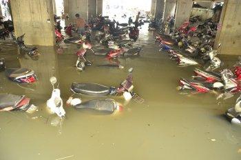 Cách xử lý khi xe bị ngập nước
