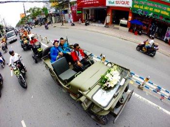 """Đoàn xe cưới độc đáo của đạo diễn """"triệu view"""" với DJ đắt sô nhất Việt Nam"""