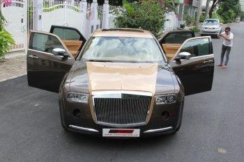 Hình ảnh đầy đủ mới nhất về xe Chrysler nâng cấp thành Rolls-Royce tại Sài Gòn