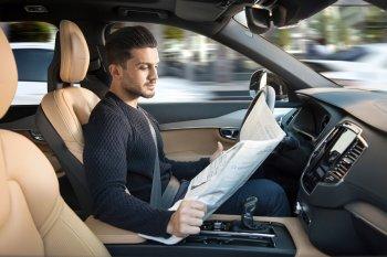 Xe tự lái sẽ bảo vệ ai khi gặp tai nạn?
