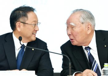 Toyota tính bắt tay Suzuki phát triển công nghệ