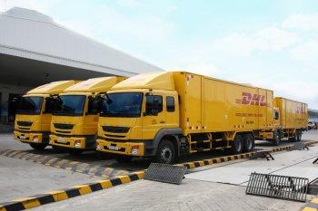 FUSO giao 18 xe tải loại 24 tấn cho công ty DHL