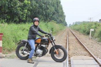 Biker nữ Bình Dương bộc lộ đam mê mô tô độ hiếm thấy