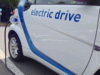 Xe điện tăng trưởng gấp 10 lần xe xăng