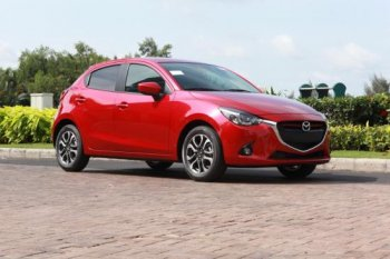 """Gần 5.000 chiếc Mazda2 bị triệu hồi vì lỗi """"cá vàng"""""""