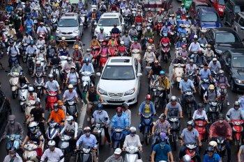 Lùi lộ trình cấm xe máy tại Hà Nội