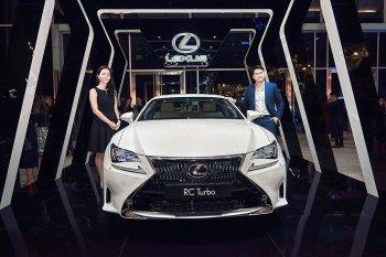Lexus RC Turbo tỏa sáng tại sự kiện thời trang quốc tế