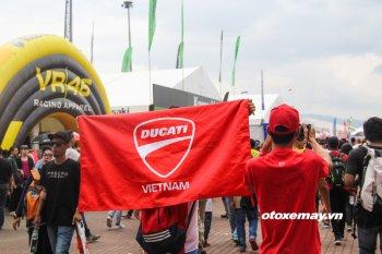 Cuồng nhiệt xem đua MotoGP với fan Ducati