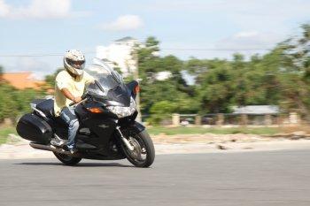 Đàn anh Sport Touring Honda ST1300 quẩy tung đường