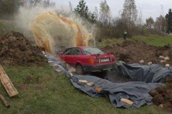 Rửa xe Audi bằng 12.000 Lít Coca