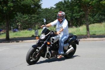 Yamaha VMAX – chiếc muscle-bike hùng hổ tại Sài Gòn