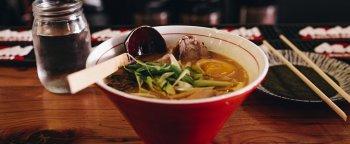"""Nhật Bản """"dụ"""" người cao tuổi bỏ lái xe bằng…đồ ăn"""