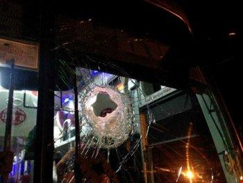 Hàng loạt xe khách bị ném đá tới tấp trên quốc lộ 20