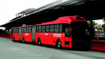 Cận cảnh xe bus chứa được 300 hành khách