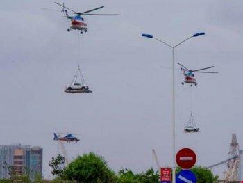 Lần đầu tiên trực thăng cẩu ô tô bay tại Vũng Tàu