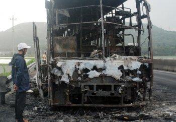 Xe giường nằm bốc cháy, hàng chục hành khách hoảng loạn
