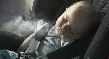 Cấm hút thuốc khi có trẻ em trên xe