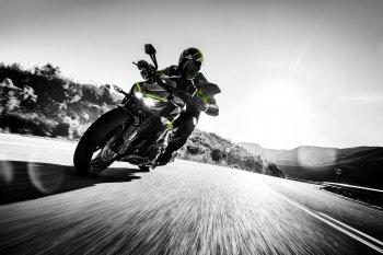 Kawasaki Z1000 ra mắt bản 2017 không tăng giá