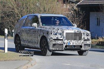 SUV đầu tiên của Rolls-Royce bất ngờ xuất hiện trên phố