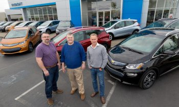 """GM bán xe điện giá rẻ trong """"lãnh địa"""" của Tesla"""